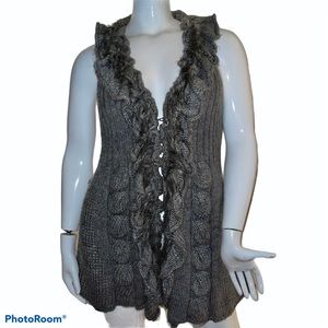 DB ruffled faux fur front sleeveless cardigan